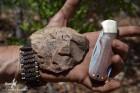 Dernier jour de prospection. Découverte d'un vaste épandage de vestiges rapportables au Middle Stone Age. Du travail pour a prochaine mission... (c)LB.