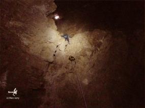 Botwana, Waxhu South sinkhole, début de la remontée vers la lumière (c) M. Jarry