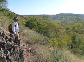 Namibie, Aha Hills, prospection dans la colline du Porc Epic (c) L. Bruxelles