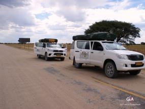 Namibie, sur la route des Aha Hills, fin de la piste goudronnée (c) M. Jarry.