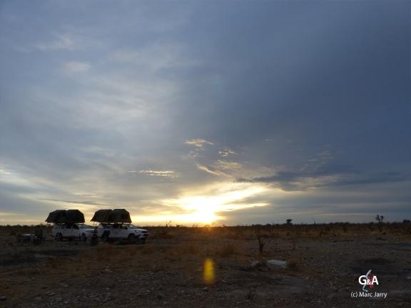Namibie, au portes des Aha Hills, pan des éléphants, première nuit. Après une première nuit au milieu des éléphants, le petit matin (c) M. Jarry