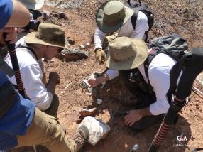 Namibie, Aha Hills. Fragments de planchers stalagmitiques, indices de cavités anciennes (c) M. Jarry.