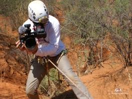 Botswana, gouffre de Waxhu North, William, un des deux documentaristes qui nous suivent, s'apprête à descendre lui aussi (c) F. Duranthon.