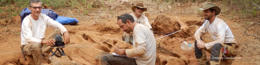 Aha Hills, secteur paléokarst, nettoyage et relevé (c) G. Dandurand