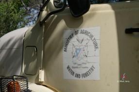 Rencontre dans la brousse, les agents qui entretiennent la clôture de la frontière (c) M. Jarry