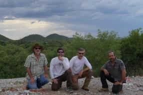 Grootefontein, l'équipe devant la mine de Berg Aukas (c) M. Jarry